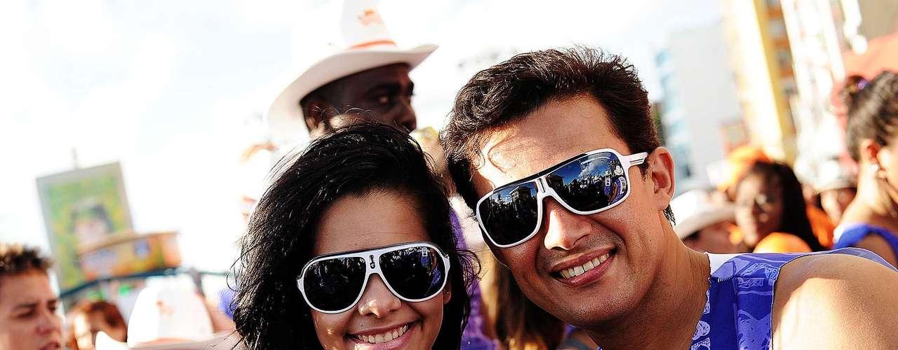 Foliões trocam o tradicional axé pelo setanejo de Gusttavo Lima nesta terça-feira (12) de Carnaval em Salvador