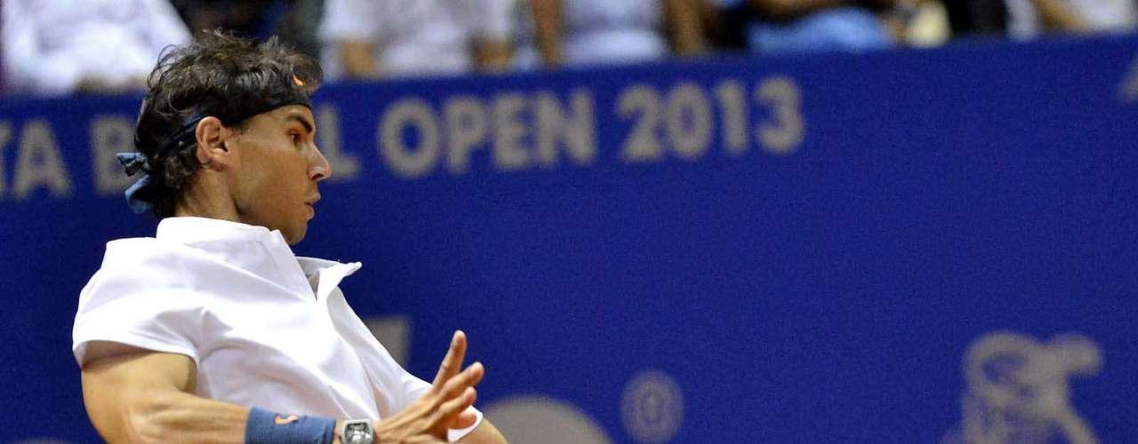 Um dos principais tenistas do mundo na atualidade, Rafael Nadal enfim voltou ao Brasil para jogar, nesta terça-feira. Sua primeira participação foi no torneio de duplas, ao lado do argentino David Nabaldian. Eles enfrentaram os espanhóis Pablo Andujar e Guillermo Garcia e venceram um jogo difícil em São Paulo, por 2 sets a 1