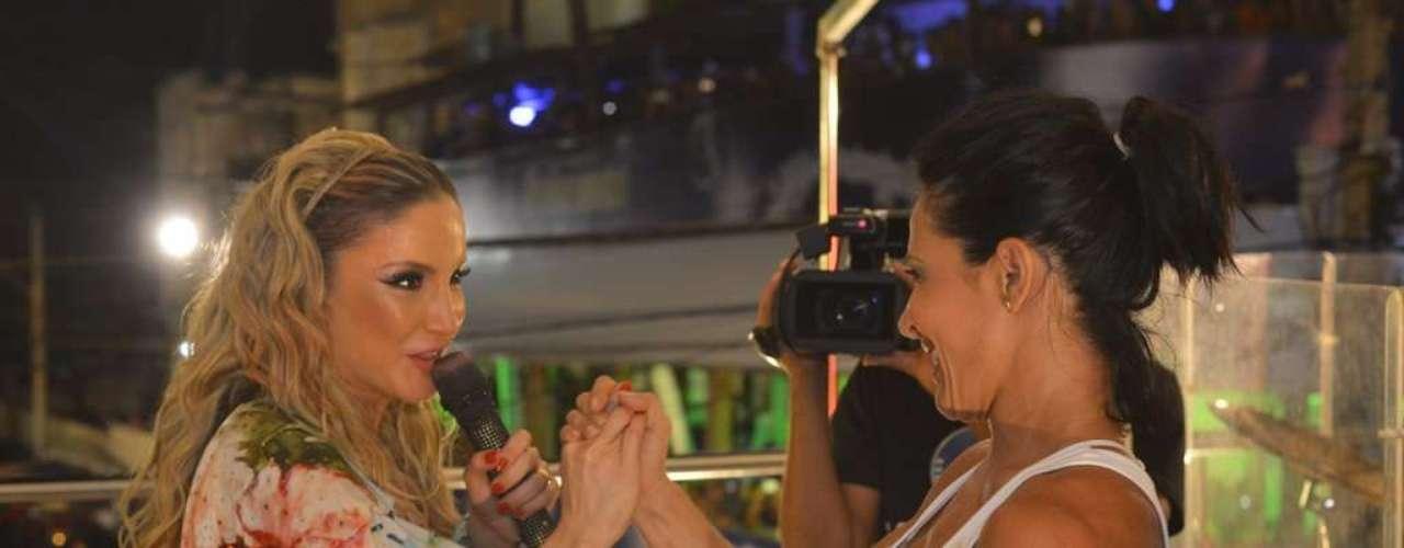 Com presença da ex-dançarina do É o Tchan, Scheila Carvalho,Claudia Leitte comanda o bloco Largardinho em noite de homenagens à Tropicália e à Mônica, personagem de Maurício de Sousa