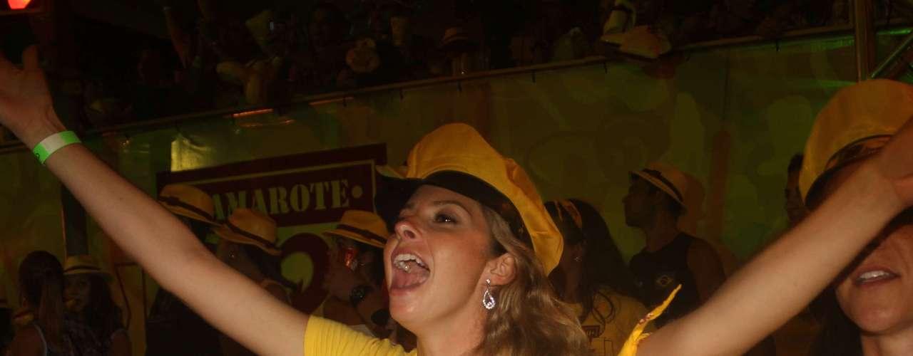 Banda interpretourepertório variado e fezfoliões dançarem ao som de marchinhas de Carnaval e hits de Tim Maia, Raul Seixas e Skank