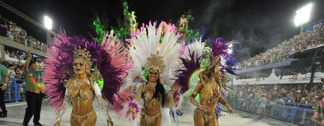 A Estação 1º de Mangueira não economizou nas beldades para embelezar seu desfile na Sapucaí