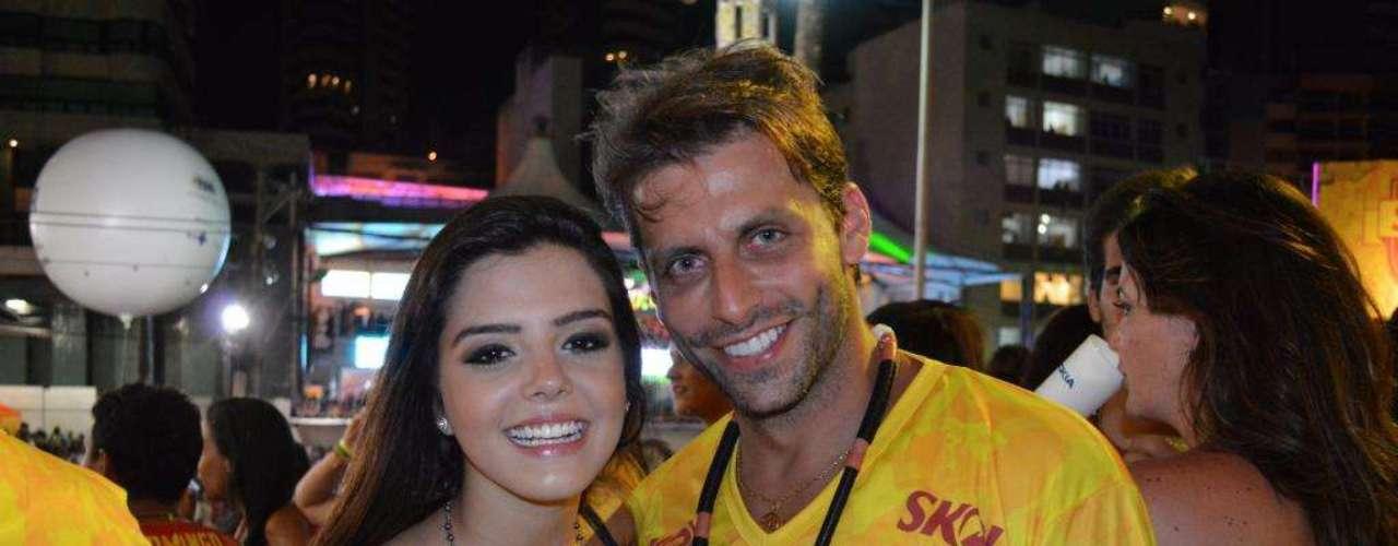 Giovanna Lancellotti comemora o aniversário do amigo Henri Castelli em um camarote em Salvador