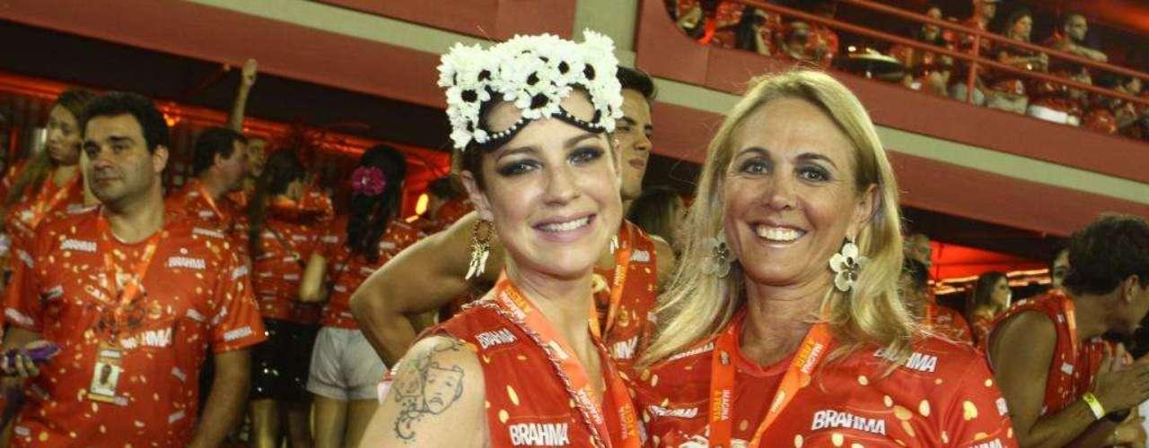 Um dos casais mais novos e destacados do momento é o ator Junno Andrade e Xuxa. Os dois curtiram o Carnaval ao lado de Roberto Justus, Ticiane Pinheiro e Sabrina Sato