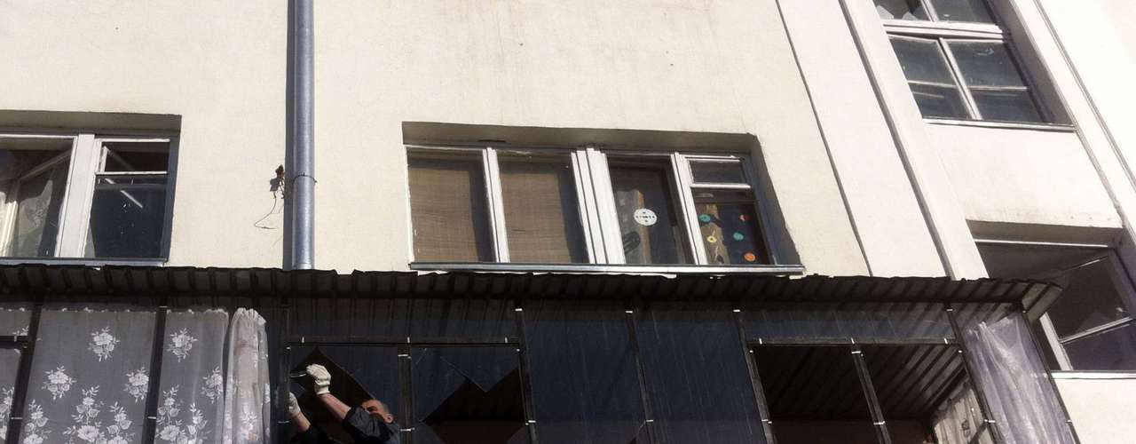 Vidros de janelas foram quebradas com os estrondos