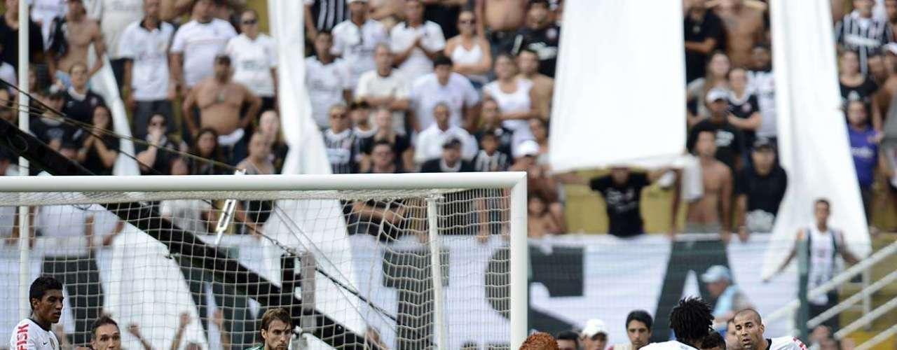O empate do Corinthians, porém, saiu aos 27min do segundo tempo, com Romarinho