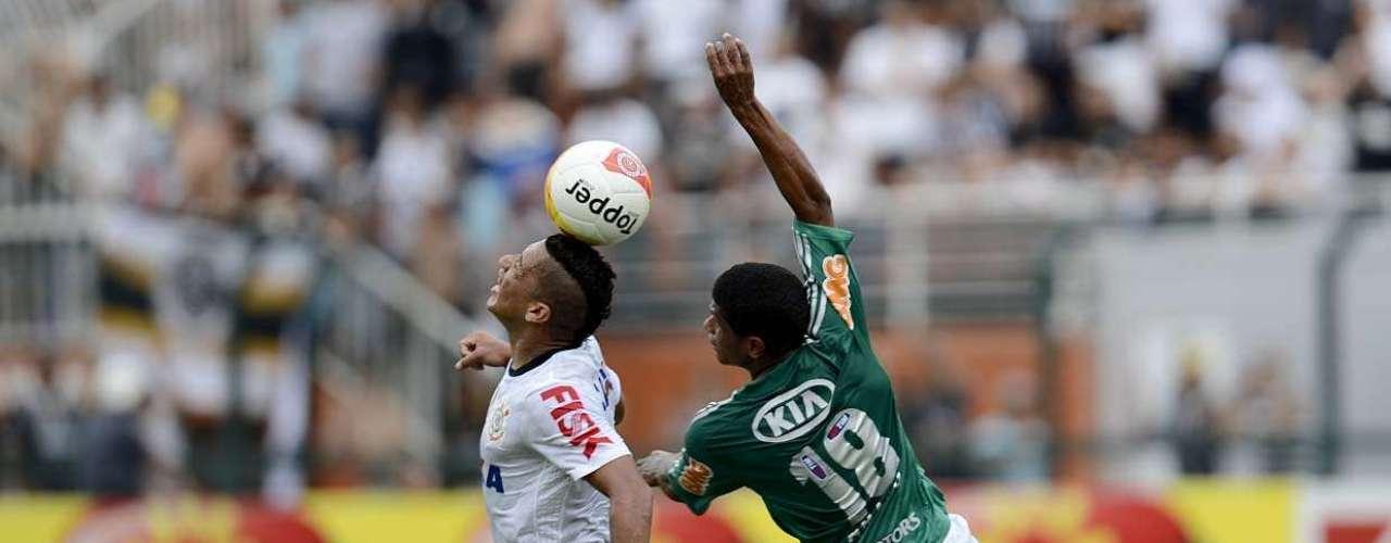 Criticado pela torcida, Márcio Araújo foi um dos responsáveis pela melhora do Palmeiras no jogo
