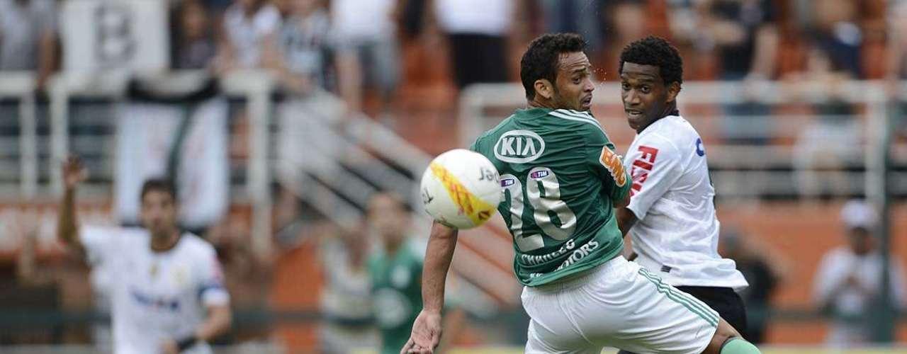 O volante Charles também entrou no segundo tempo e fez sua estreia pelo Palmeiras