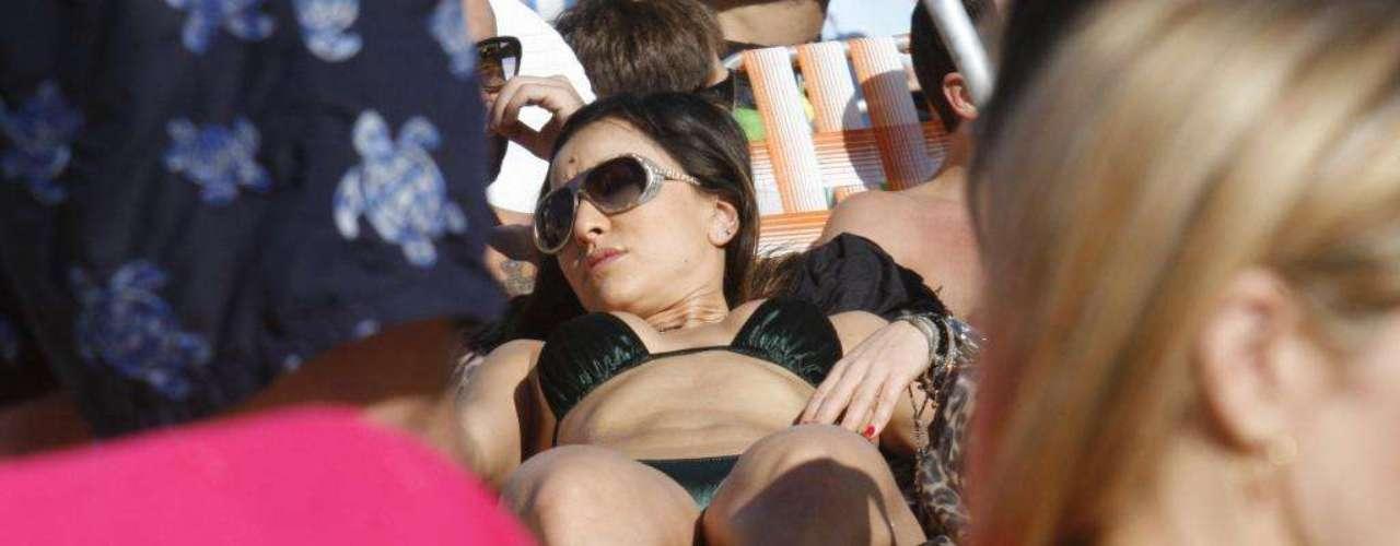 Sabrina Sato escolheu a praia do Leblon para tomar sol e descansar no verão