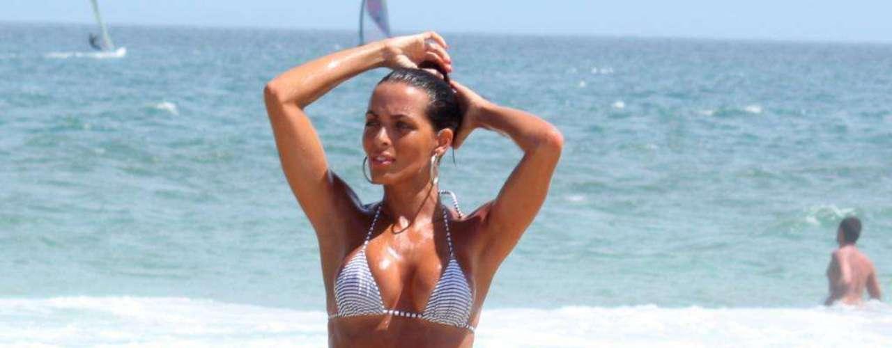 Moradora do Rio de Janeiro, Carla Prata é sempre vista reforçando o bronzeado na praia