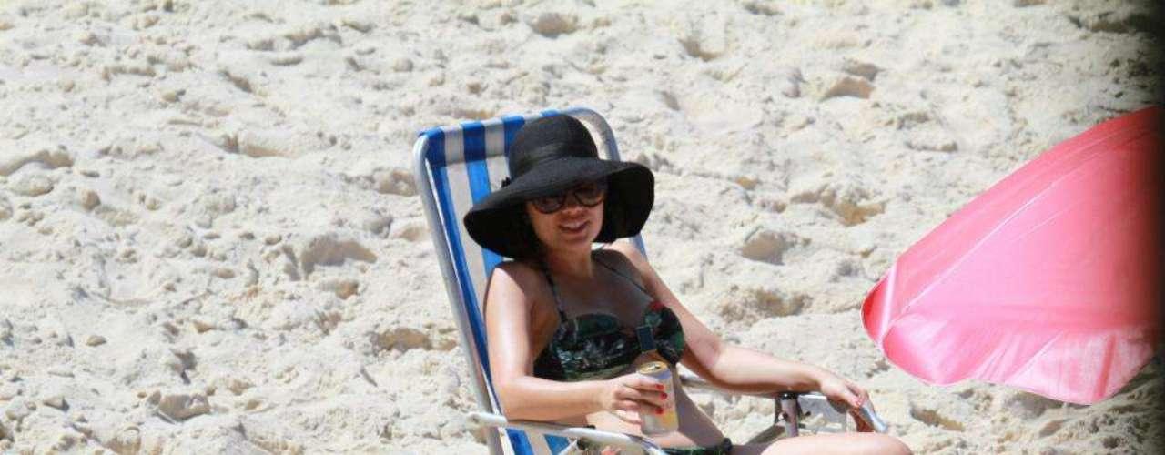 Vanessa Giácomo curtiu a Prainha ao lado da família e de uma boa cervejinha