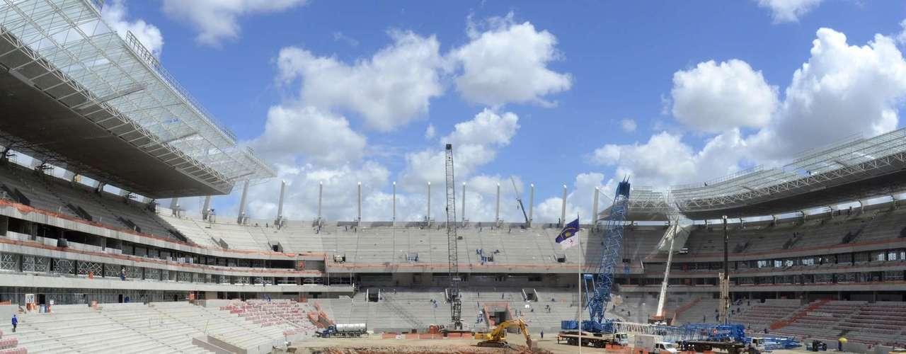 20 de fevereiro de 2013: Construtora responsável anuncia conclusão das arquibancadas da Arena Pernambuco, que encerra o mês com 90,10% das obras concluídas
