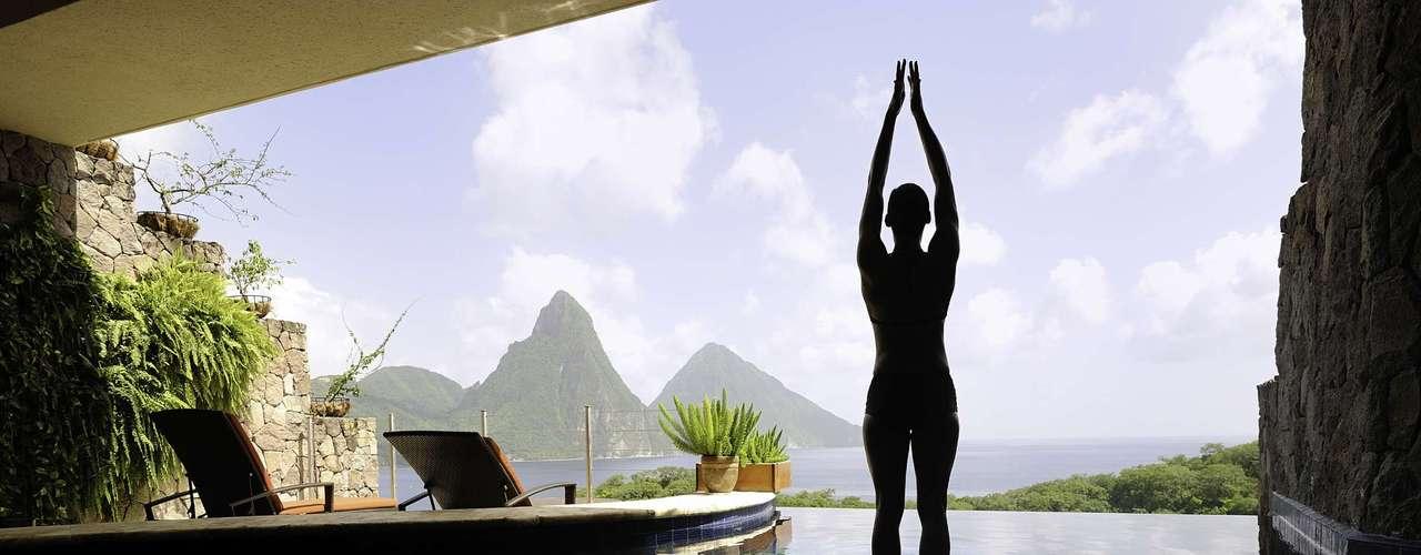 Jade Mountain, Santa Lucia: os hóspedes podem escolher entre uma série de tratamentos clássicos da mente e do corpo e serviços ayurvédicos e holísticos, além de aulas de ioga particulares