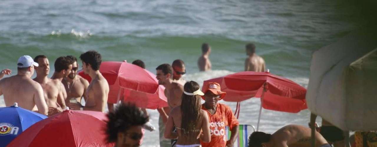 Fevereiro 2013 -A modelo Nicole Bahls chamou a atenção por sua boa forma na praia da Barra da Tijuca, na zona oeste do Rio de Janeiro, nesta sexta-feira (22)