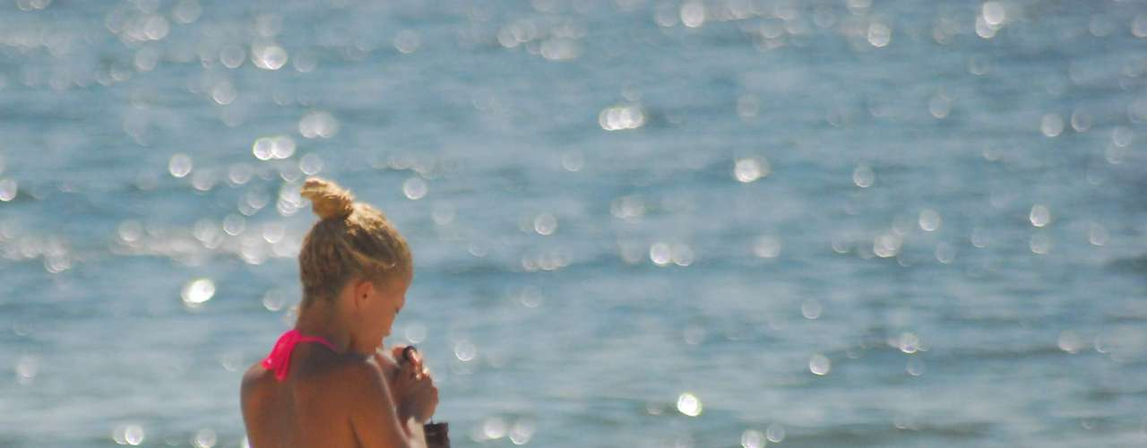 24 de fevereiro - Domingo é de calor intensona praia de Copacabana, no Rio de Janeiro