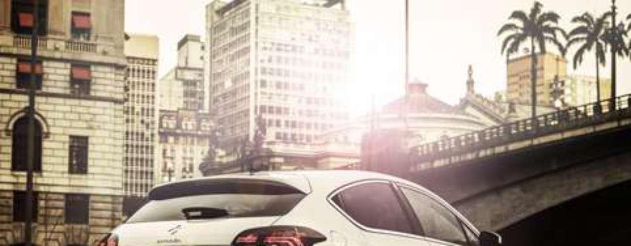 A velocidade máxima do veículo é de 212 km/h