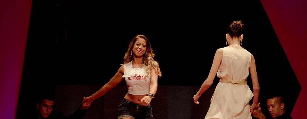 Carol Narizinho também desfilou no Mega Polo Moda