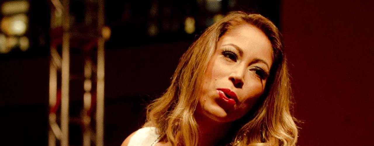 Panicat Carol Narizinho desfila no Mega Polo Moda