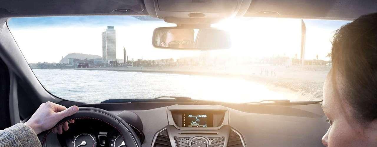 Segundo a Ford, uma das novidades do Novo EcoSport é que ele permitirá ao motorista e passageiros controlarem aplicativos de smartphones por comando de voz