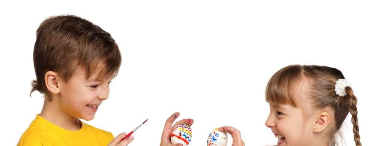 Até os dias atuais, alguns países mantêm a tradição de colorir e trocar ovos de galinha