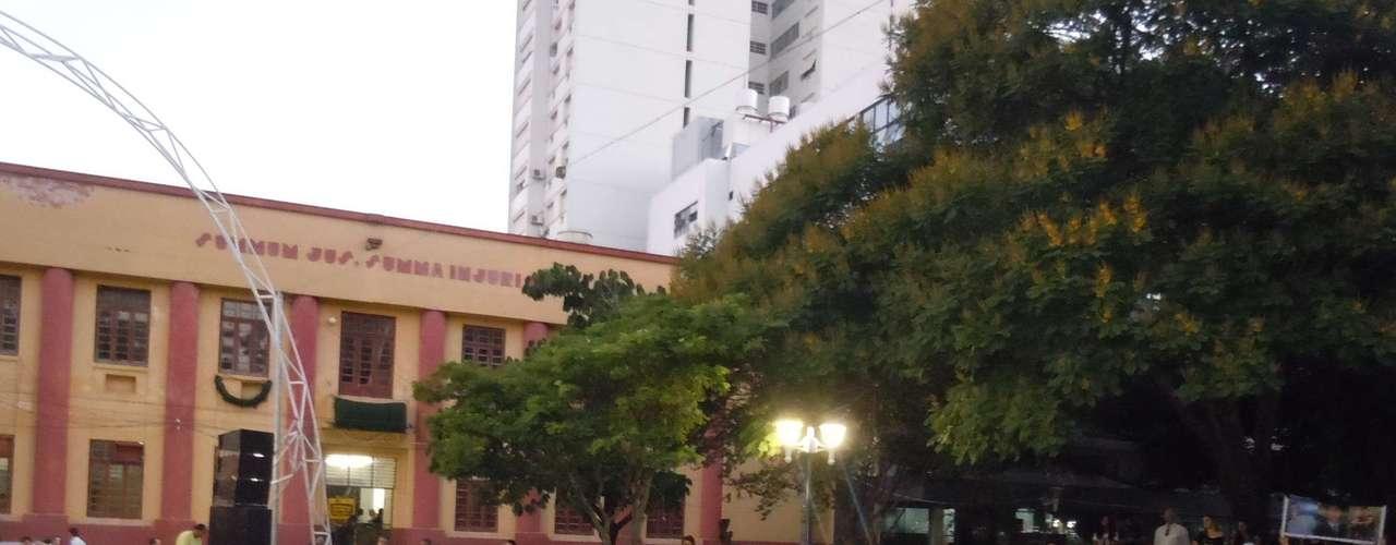 27 de fevereiro - Antes, estudantes discutiram políticas públicas direcionadas para jovens na praça Saldanha Marinho