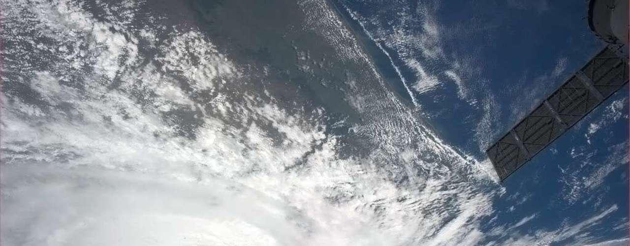 O ciclone tropical Haruna, que levou destruição a Madagascar, foi fotografado do espaço no dia 23 de fevereiro