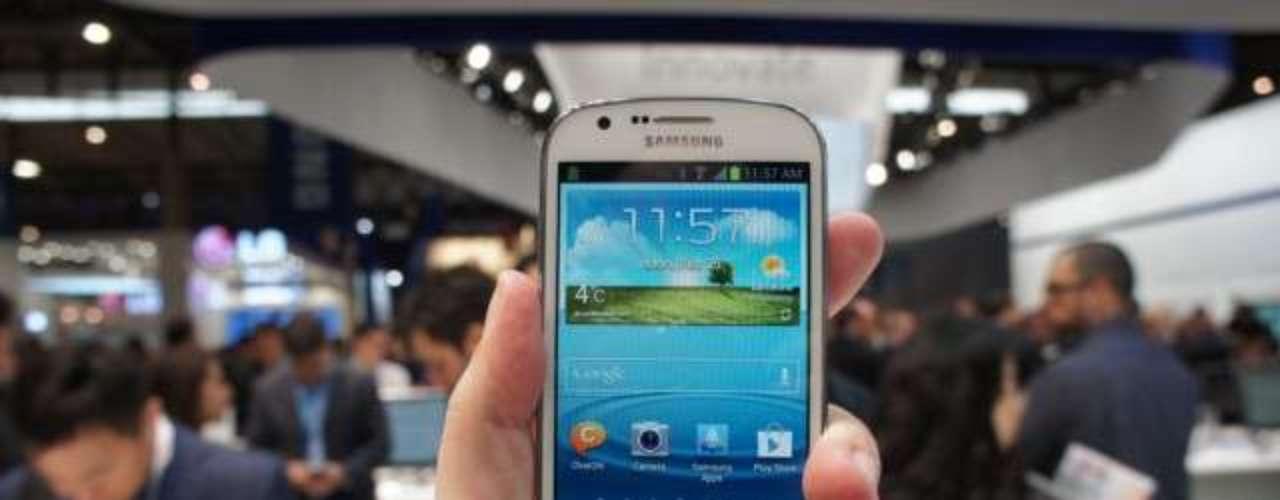 Em breve no Brasil - Com chegada esperada para abril, o Samsung Galaxy Xpress tem tela de 4,5 (800 x 480), conectividade 4G compatível com a frequência de 2,6 GHz adotada no Brasil, processador dual-core de 1,2 GHz e câmera de 5 megapixels com vídeos em 720p. O armazenamento é de 8 GB
