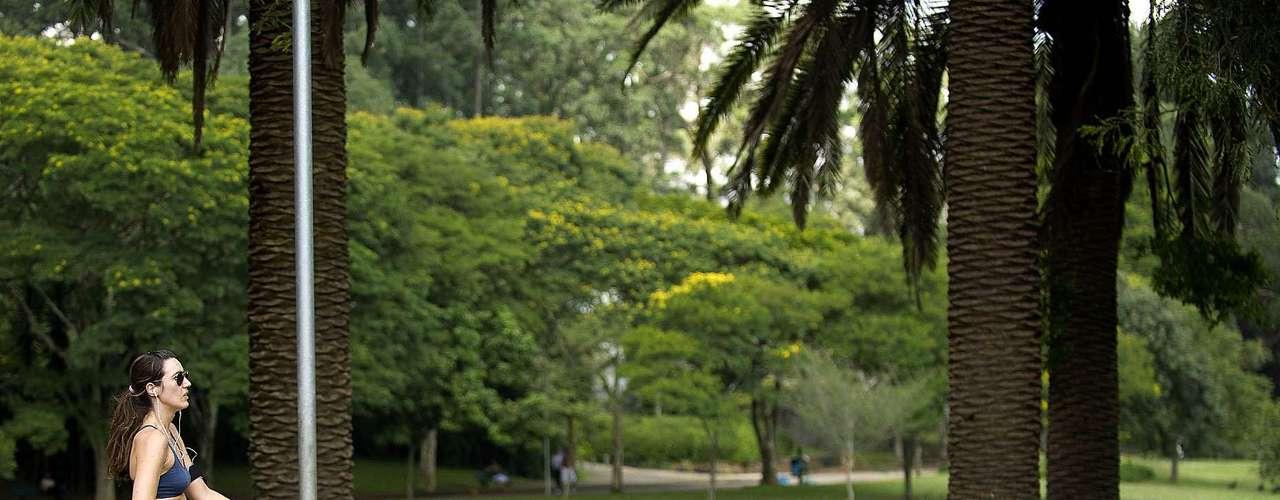 4 de março - Com calor de 32ºC em São Paulo, Ibirapuera tem dia movimentado