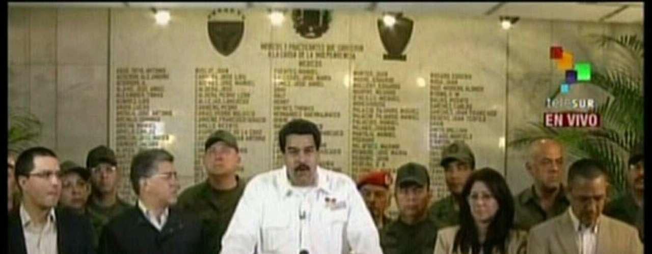 5 de março -Vice-presidente venezuelano, Nicolás Maduro, anuncia a morte de Hugo Chávezem cadeia de televisão