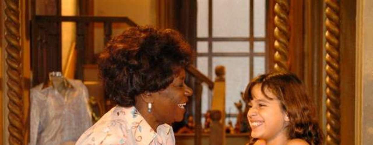 Diva (Neuza Borges) e Flor (Bruna Marquezine),na novela 'América', de 2005