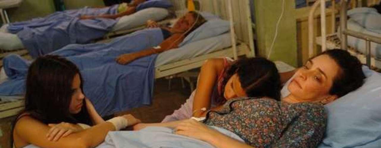 Em 2007, participou de um episódio da série 'Carga Pesada', da TV Globo. Na foto, ela contracena comSthefany Brito eGisele Fróes