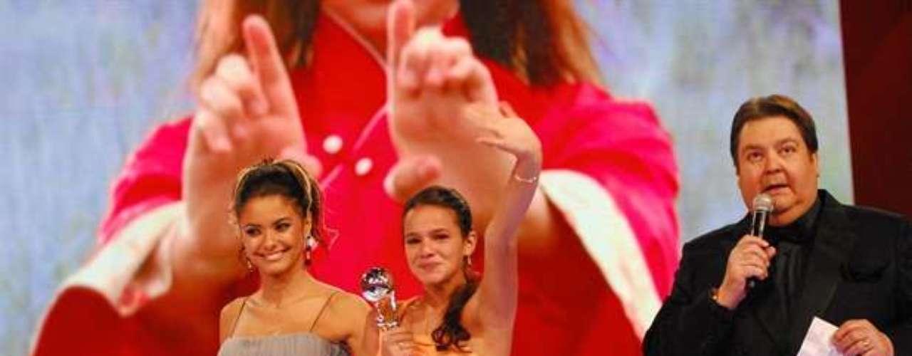 Em 2009,ganhou prêmio no Melhores do Ano do 'Domingão do Faustão', por sua atuação como Flor de Lys, de 'Negócio da China'
