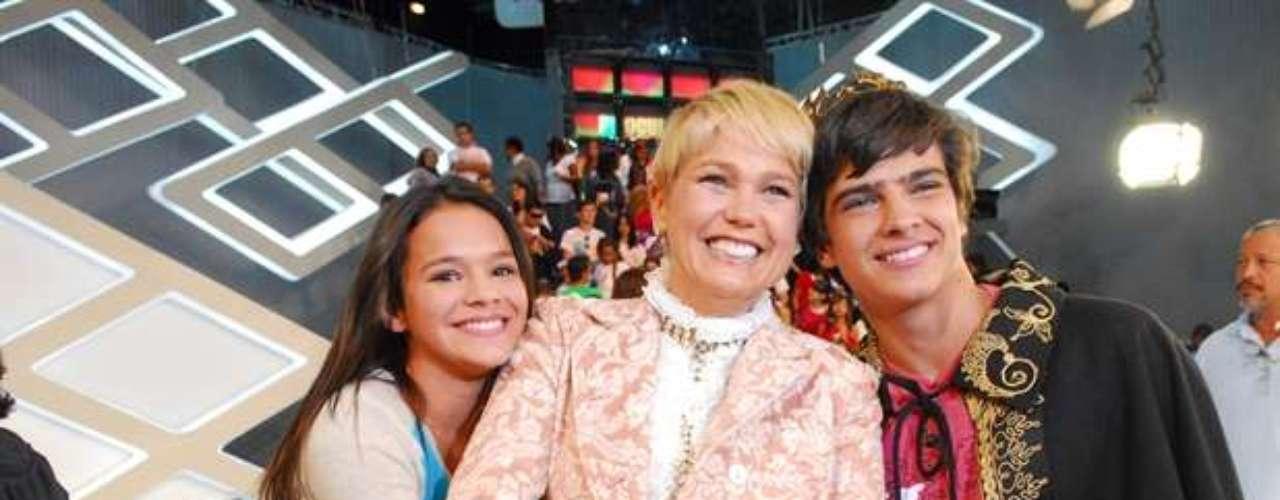 Em 2009, Marquezine participou do 'TV Xuxa', quando Bernardo Mesquita (direita) foi eleito príncipe do programa