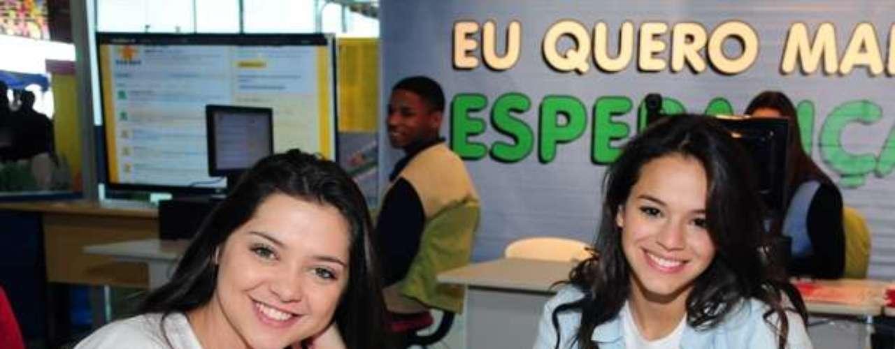 Em 2011, Marquezine prestigiou o Dia da Esperança, promovido no Espaço Criança Esperança, com Polliana Aleixo (à esquerda)
