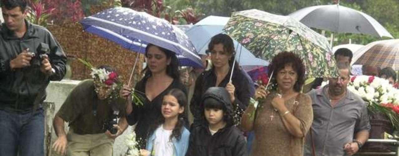 Manoelita Lustosa, Cristina Fagundes, Victor Cugulae Bruna Marquezine, na novela 'Mulheres Apaixonadas', de 2003