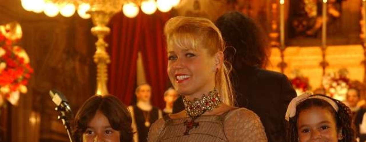 Em 2004, a atrizparticipou do especial'Xuxa no Mundo da Imaginação', da TV Globo. Na foto:Xuxa, Bruna Marquezine e Bruno Abrahío