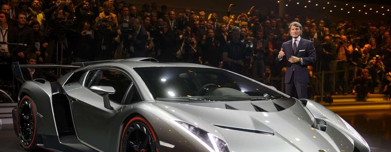 A velocidade máxima para rodar nas ruas é de 355 km/h, segundo a fabricante