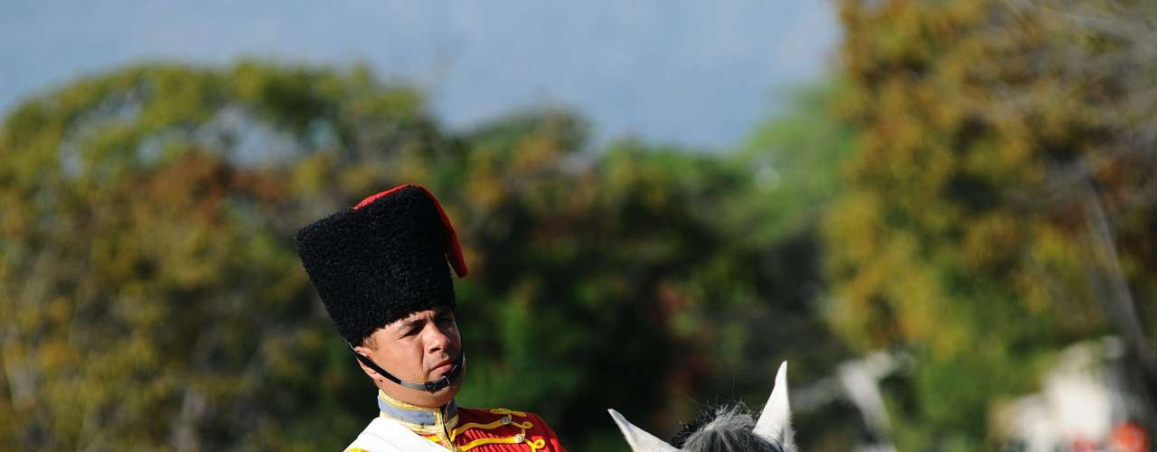 6 de março - Membro da cavalaria acompanha o cortejo