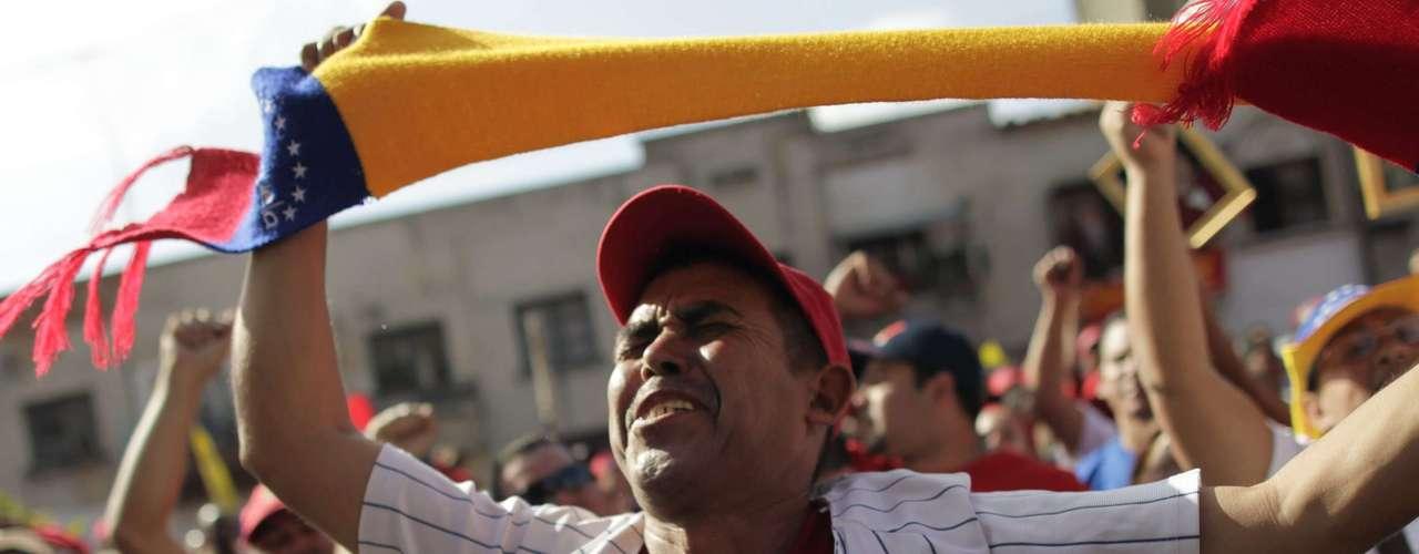 6 de março -Apoiador chora a perda do presidente da Venezuela: o governo decretou sete dias de luto oficial no país