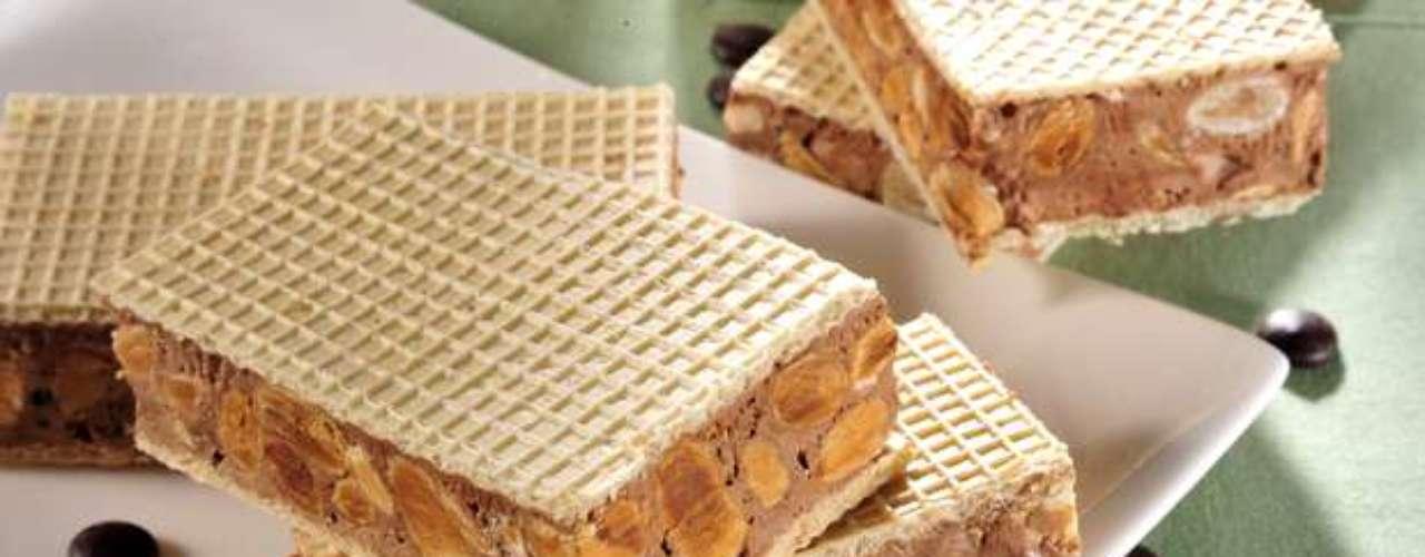 Torrone leva chocolate com amêndoas e avelãs, ideal para fazer a alegria das crianças
