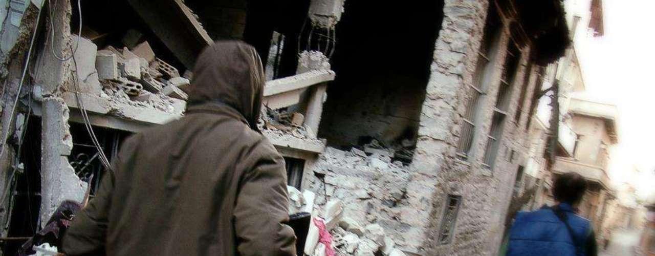 Apesar da situação humanitária caótica e o frio, soldados rebeldes continuam a combater tropas do governo