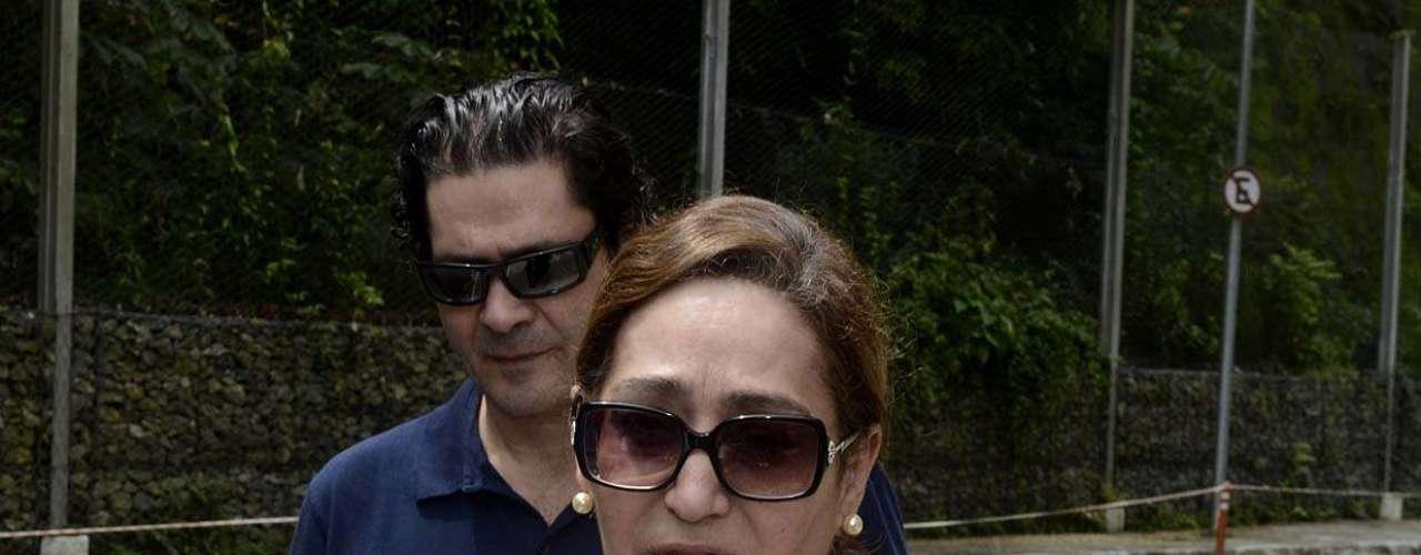 Sônia Abrão, apresentadora e prima do cantor, esteve presente no velório de Chorão nesta quinta-feira (7), na Arena Santos, na Baixada Santista