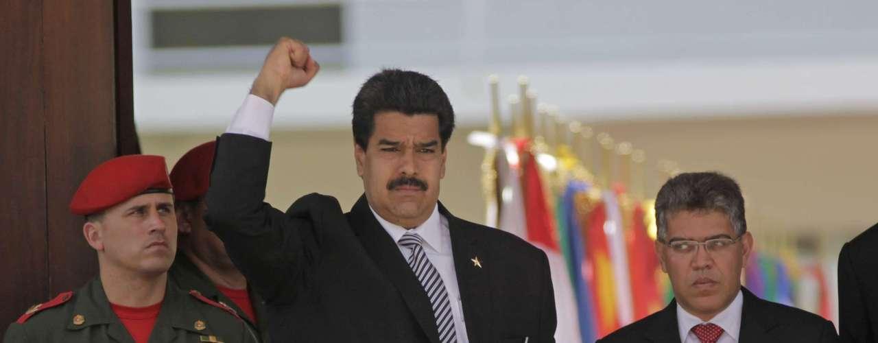 8 de março -Nicolás Maduro, que assume a presidência interinamente nesta sexta, chega para o funeral de Hugo Chávez na Academia Militar, em Caracas
