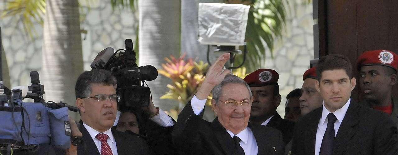 8 de março -Raúl Castro, amigo de Chávez que o recebeu em Cuba na luta contra o câncer, foi um dos líderes latinos presentes no funeral do venezuelano