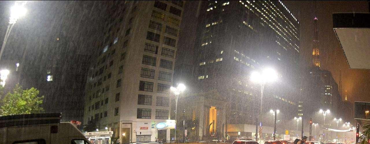 Em São Paulo, a chuva prejudicou o início da Pedalada Pelada