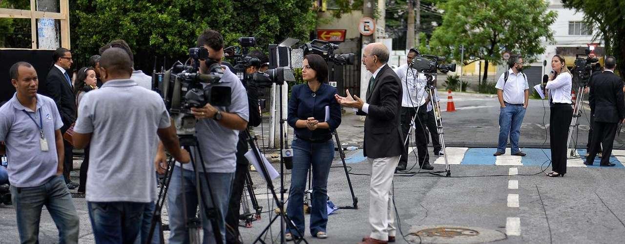 11 de marçoRepórteres aguardam o início do julgamento de Mizael Bispo de Souza no Fórum Criminal de Guarulhos