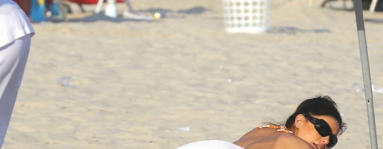 Apresentadora do Laureus Award, que será entregue no Rio de Janeiro na noite desta segunda-feira, a atriz Eva Longoria aproveitou o dia para relaxar no Rio de Janeiro; veja