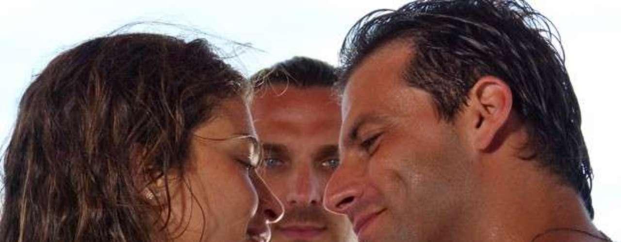 Ester (Grazi Massafera) é um bugueira da região que namora com o aviador Cassiano (Henri Castelli)