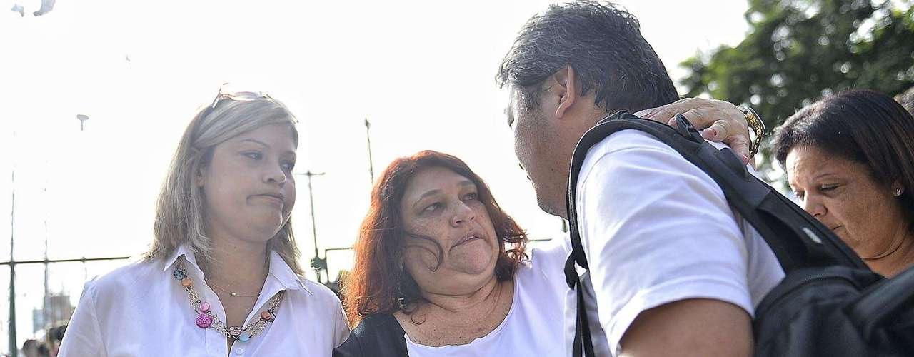 11 de março Familiares de Mércia chegam ao Fórum de Guarulhos
