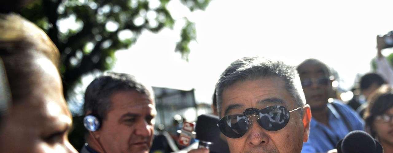 11 de março Makoto Nakashima, pai de Mércia, conversa com repórteres