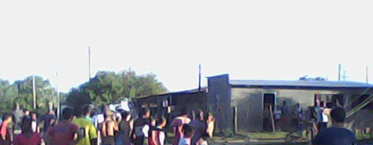 26 de novembro de 2012 - Um ciclista de 22 anos morre após ser atingido na cabeça por um poste no Corredor do Obelisco, em Pelotas, região sul do Rio Grande do Sul. Segundo a Polícia Civil, parte da carga de um caminhão de sucata que trafegava pela via enroscou em fios de energia, derrubando três postes. Um deles acabou atingindo a cabeça de Diego Valadão, que passava de bicicleta pelo local
